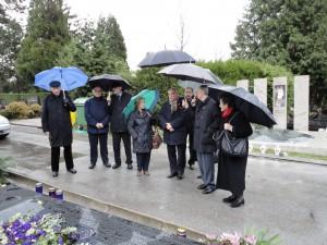 Predstavnici Centra položili cvijeće na grob Mike Tripala
